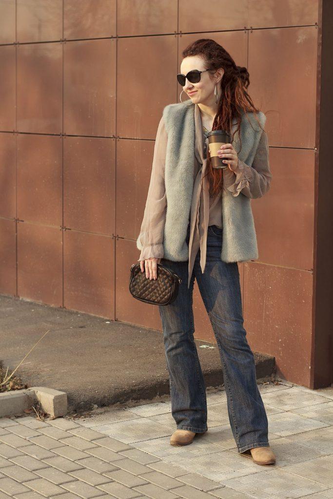 Образ с джинсами клеш